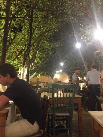 Lemonokipos Restaurant : Dining area