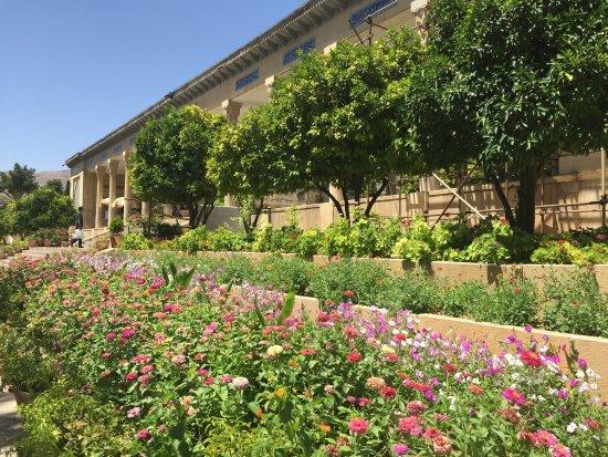tomb of hafez jardin fleuri - Jardin Fleuri