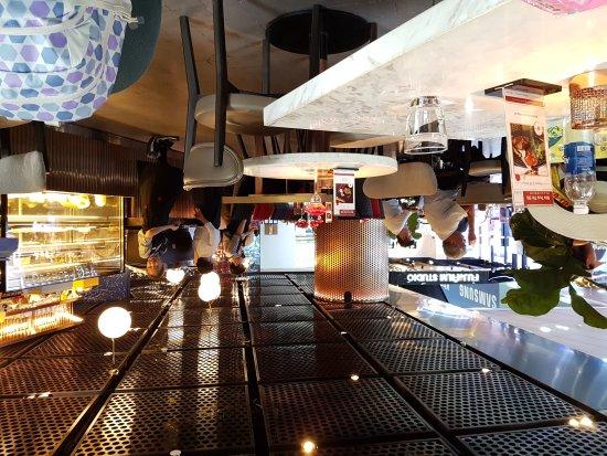 Cafe terrace ho chi minh city 45 ngo duc ke for Terrace 45 restaurant