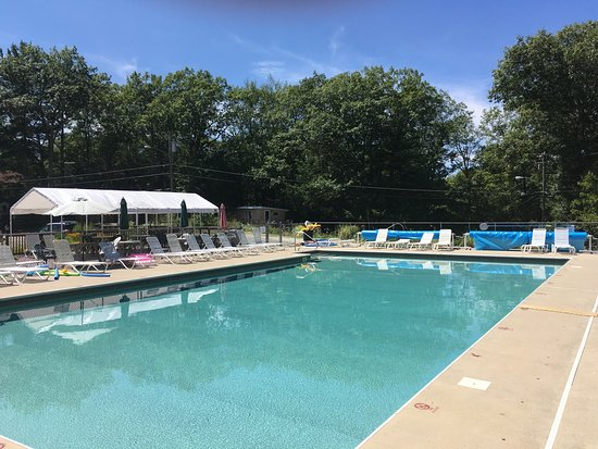 Woodstock, CT: Solair Nudist Resort