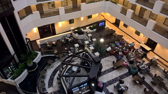 Embassy Suites by Hilton Orlando Downtown: atrium from the fifth flor