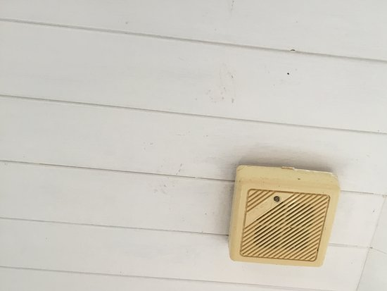 Egloskerry, UK: The yellow discoloured illegal smoke alarm with NO battery