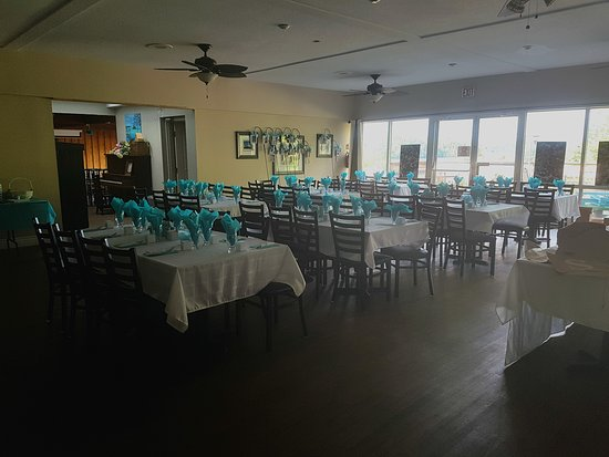 Elliot Lake, Canada: Custom Seating for Retirement, Anniversary, or Birthday Parties, Small Weddings, and Family Reun
