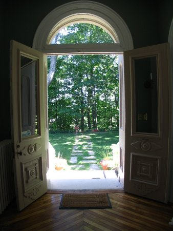 Owen Sound, Canadá: Looking through the Front Doors
