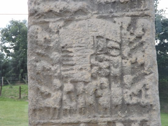 Sueno's stone: Carvings
