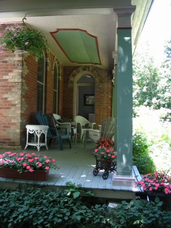 Owen Sound, Canada: The Wraparound Veranda