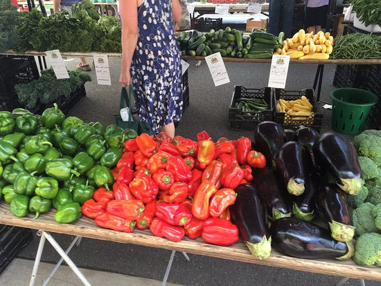 Fredericksburg, VA: I love taking in all the vegetable displays.  So much work goes into the presentation here.