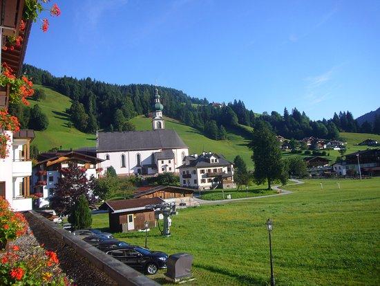 Wildschonau, Østerrike: View from room across to church