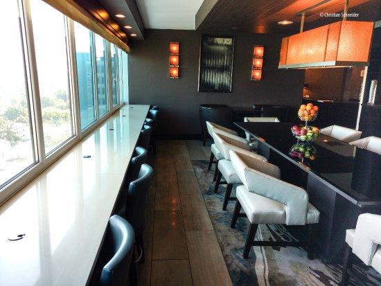 Hilton New York JFK: Executive Lounge