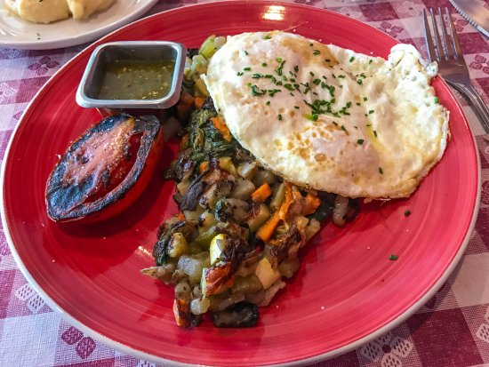 Redlands, CA: Veggie Hash with Eggs and Hatch Chili Sauce
