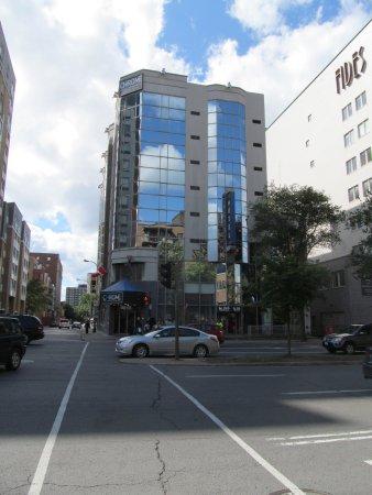 Hotel Chrome Montréal Centre-Ville : View from across Rue Rene Levesque