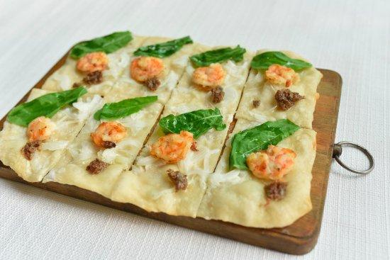 Metro Manila, Philippines: Shrimp & Anchovies Flammekeuche (Shrimps, anchovies, onions, arugula, creme fraiche, garlic oil)