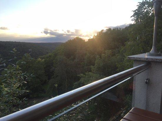 Essing, Germania: Schönster Ausblick im Altmühltal. Am besten einen Tisch auf der Terrasse reservieren.