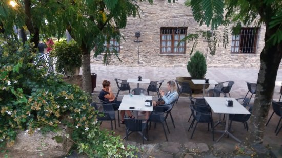 Etxalar, Spain: La terraza del bar