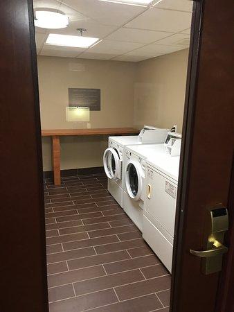 Allen Park, MI: guest laundry