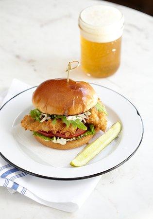 เปรู, เวอร์มอนต์: New England Haddock Sandwich Special on Weekends.  Craft beer on Draft!