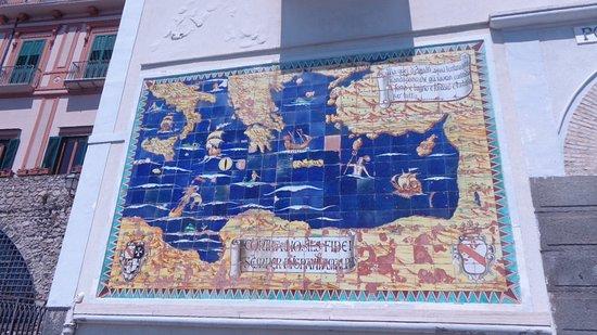 Murale di piastrelle u201ccontra hostes fidei semper pugnavit amalphis