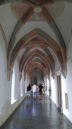Grosuplje, Eslovenia: Kreuzgang im Kloster Sticna, Slowenien