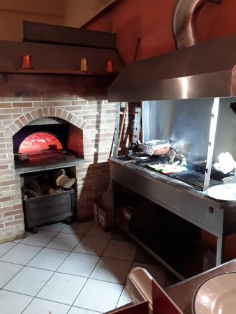 Thalassa: Wood oven and grill