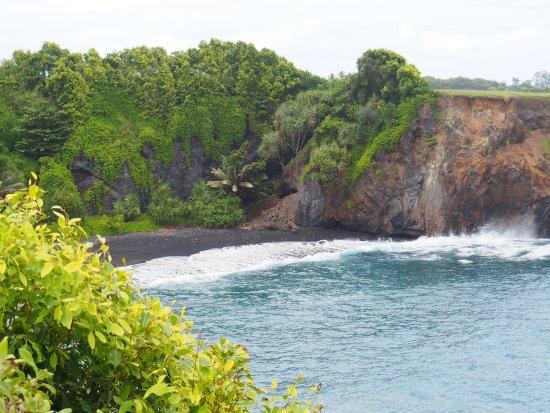 Makawao, هاواي: black sand beach