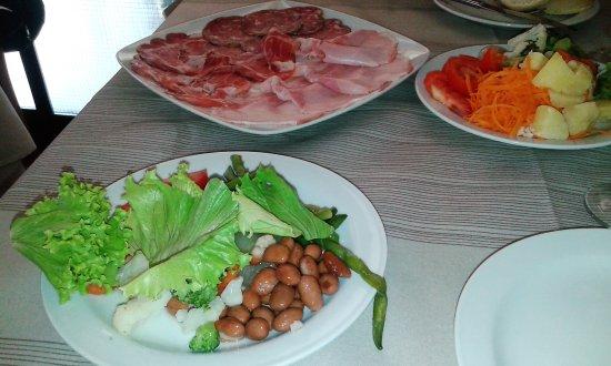 Idro, Italien: antipasto e verdure