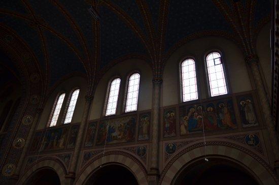 Maria Hilf Kirche der Redemptoristen: Innenansicht