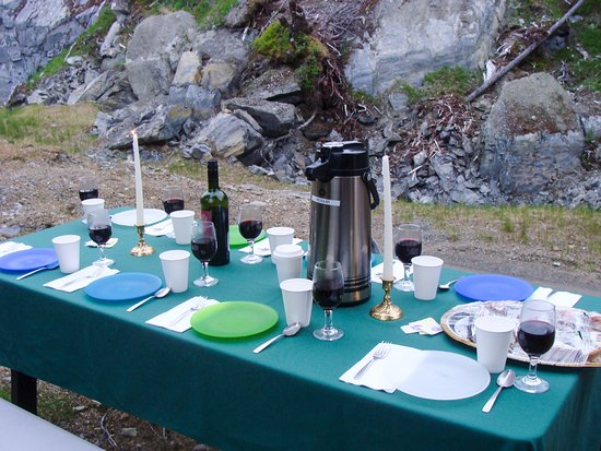 Gustavus, AK: Dinner up at the waterfall