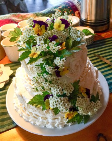 Gustavus, AK: Wedding cake for a small reception