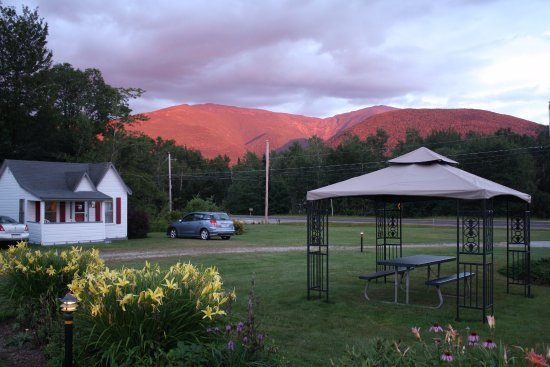 Franconia Notch Motel: Golden sunset