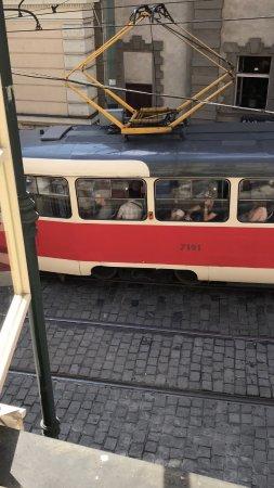 Hotel u Schnellu : Tramway qui fait vibrer la chambre toutes les 2 mn