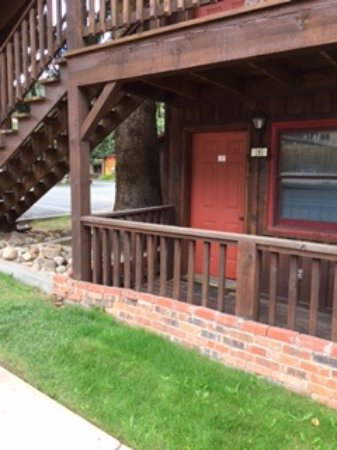 Riverside Lodge & Cabins: the door to our room