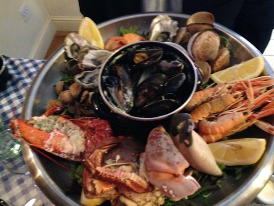 Leintwardine, UK: Shellfish Extravaganza - Oysters, lobster, prawns, clams, mussels, langoustine etc.