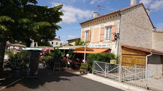 Aigre, França: DSC_0359_large.jpg