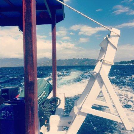 Gili Meno, Indonesia: Boat ride to the dive site.