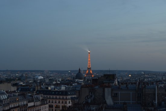 Mercure Paris Montmartre Sacre Coeur: Can't beat the view! Look at that tower