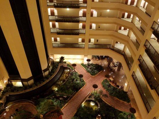 Renaissance Tulsa Hotel & Convention Center: Atrium