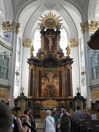 Church of St. Michael: 20m high marble altar