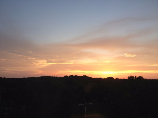 Comfort Suites Little Rock West: Sunset view from the window at the end of the 4th floor hall at 8:15 PM on 7/13/17.
