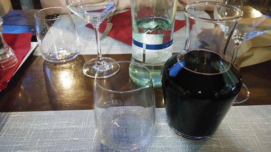 Fabriano, إيطاليا: Acqua e vino