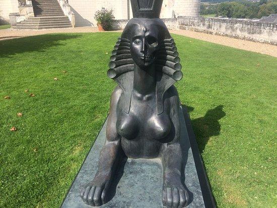 Loches, France: Le sphinx de l'exposition de Chiamakin, artiste Russe