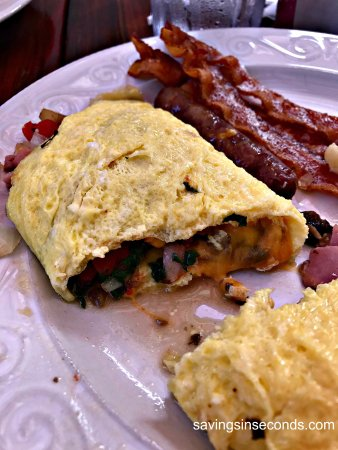 Newland, Carolina del Norte: The omelet was fluffy and generously stuffed with goodness.