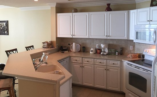 Phoenix West: Nice Sized Kitchen, Corian Countertops