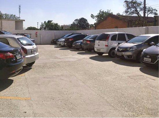 Jacarei, SP: Estacionamento Superior