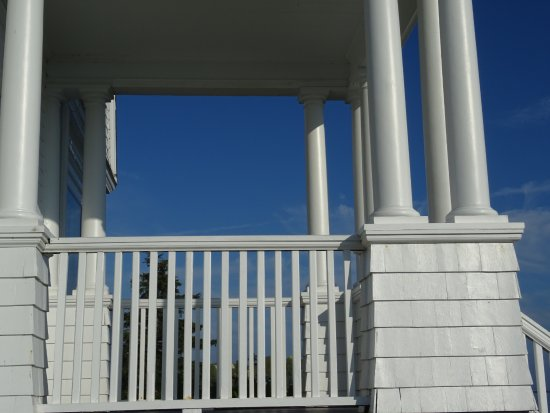 Port Clyde, ME: Front entry from side