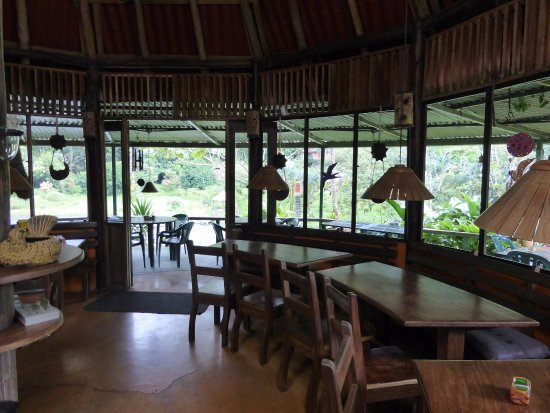 Nuevo Arenal, Costa Rica: Inside dining for inclement weather