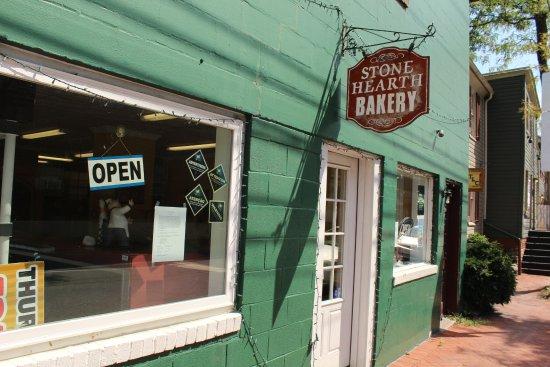 Stone Hearth Bakery: entrance