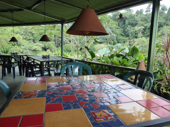 Nuevo Arenal, Costa Rica: Another of our tables made by Monika