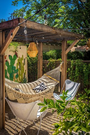 Ojai, CA: Rear yard eating and relaxing area