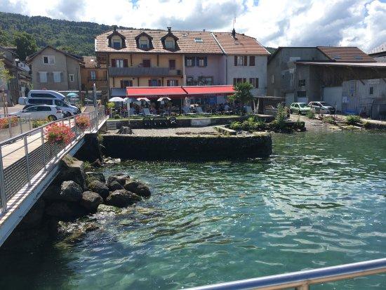 Lugrin, Frankrike: La terrasse vue depuis le débarcadère
