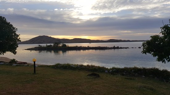 Tavewa Island, Fiji: Sunrise from the clearing in front of our bure